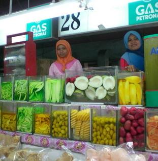 דוכן פירות וחמוצים בתאילנד